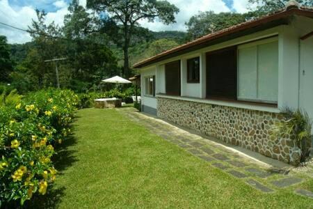 Um paraíso aconchegante,   Serra de Itaipava RJ!