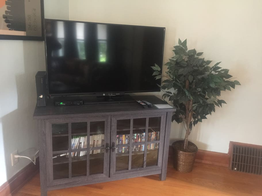 "50"" with ATT Uverse and an Xbox 360 equipped with games and movies"