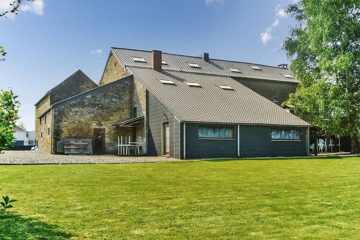 Spacious Farmhouse in Anthisnes with  Sauna