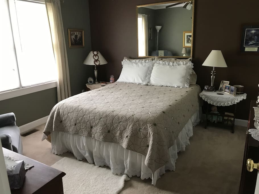Guest private bedroom with queen bed.
