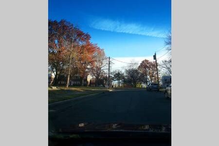 Quiet neighborhood - Private bdrm/ EWR & NYC - 布洛姆菲尔德(Bloomfield) - 公寓