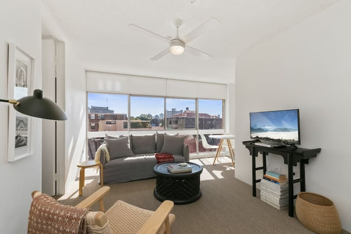 Light Filled Modern 1 Bd Escape in Rushcutters Bay