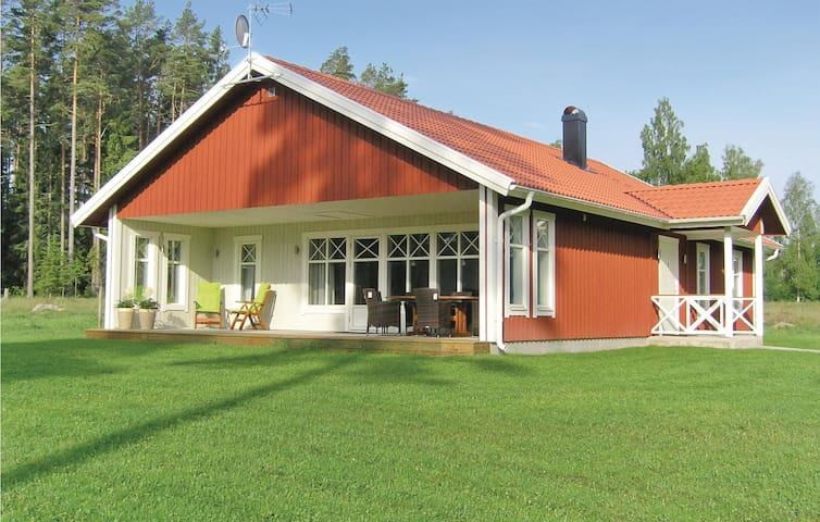 Holiday cottage with 4 bedrooms on 104m² in Vittaryd