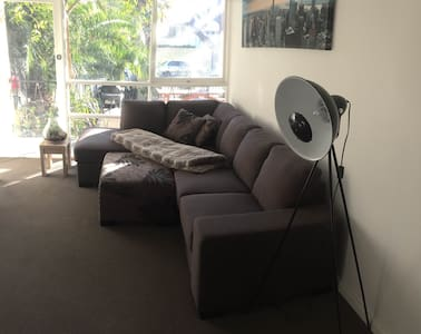 Spacious One Bedroom Apartment - in Eaglemont - Eaglemont
