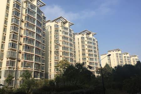 泉城济南温馨家庭房 - Jinan