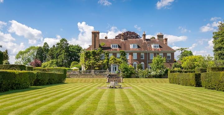 Stunning Views & Decor in Surrey Hills Penthouse