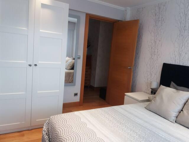 Habitación y baño privado con jacuzzi  cerca Metro