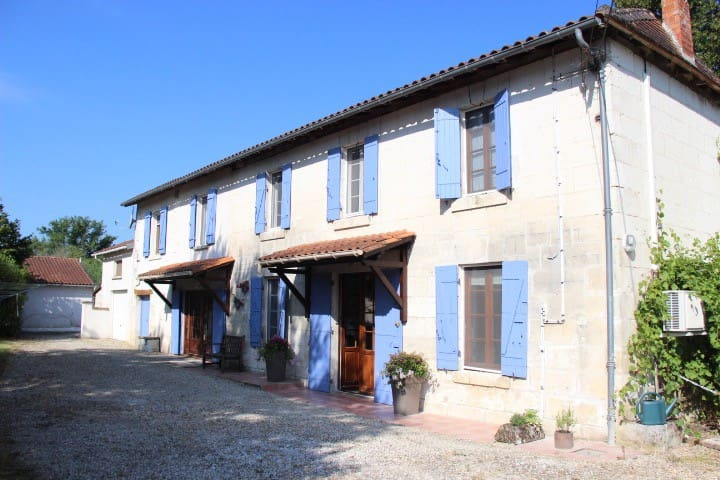 Holiday home, Aubeterre Sur Dronne - Laprade - บ้าน