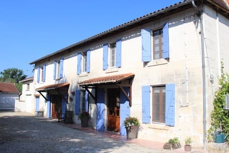 Holiday home, Aubeterre Sur Dronne - House