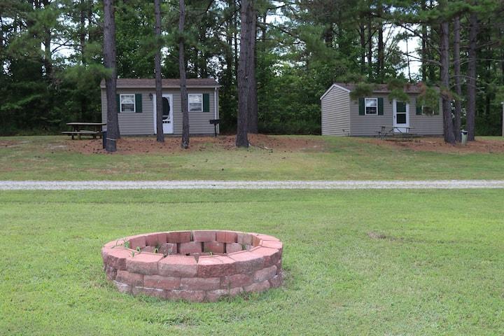 Lake Gaston Lodges EC2 furnished /nature setting