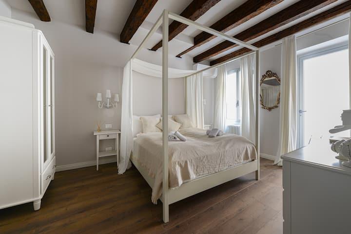 Casa Corte Delfina 5 Stars brand-new apartment
