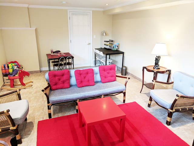 FAMILIES/ 3 BEDROOMS/ BREAKFAST /NO CLEANING FEE