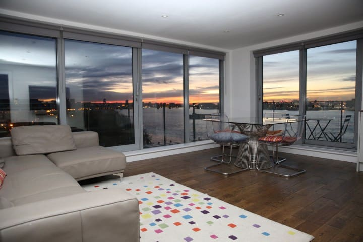 Stunning 2bed apartment amazing River Thames views