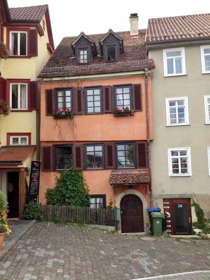 Charmante Altbauwohnung im Herzen der Altstadt