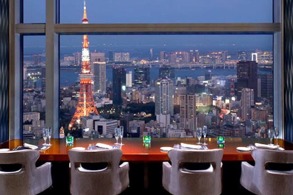 Have a great dinner at a restaurant with nice night view. (Ritz Carlton in Roppongi)