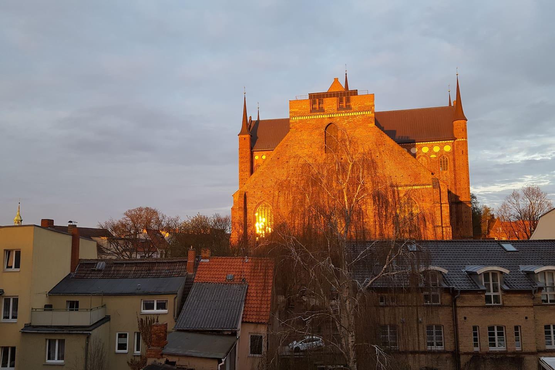 Sankt Georgenkirche bei Sonnenuntergang