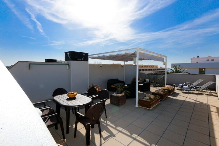ATIC with terrace and barbecue zone, beach at 100m