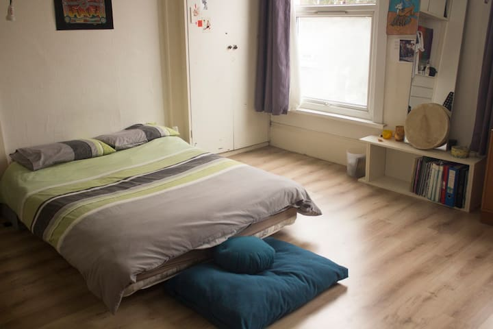 Very spacious room with lots of light