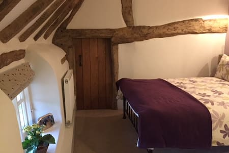 2 bedrooms in cottage - near to Le Manoir
