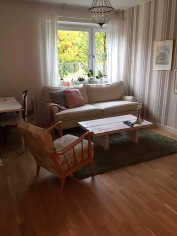 Cosy apartment close to metro station - Stockholm - Leilighet