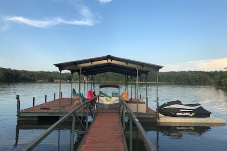 Lake Hartwell home, private dock & min. to Clemson