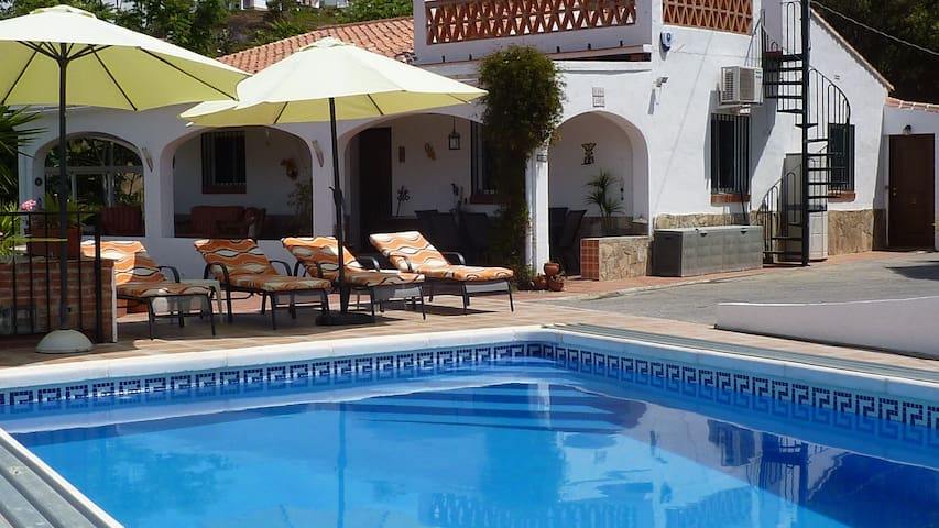 Villa and pool with fab views 10 mins from sea. - Torrox - Casa