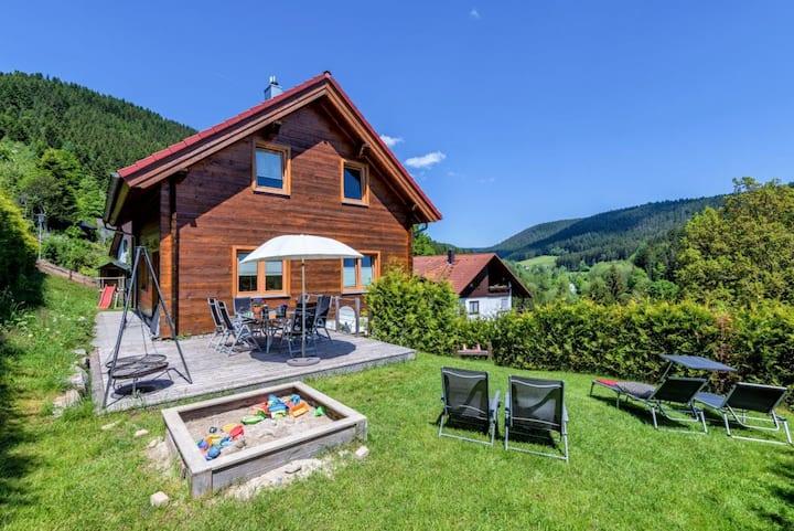 Traum Ferienhaus Fronwald: Sauna, Whirlpool, Kamin, Spielplatz, Garten, BBQ, WLAN