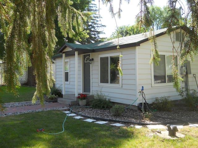 Quaint Cozy Cottage