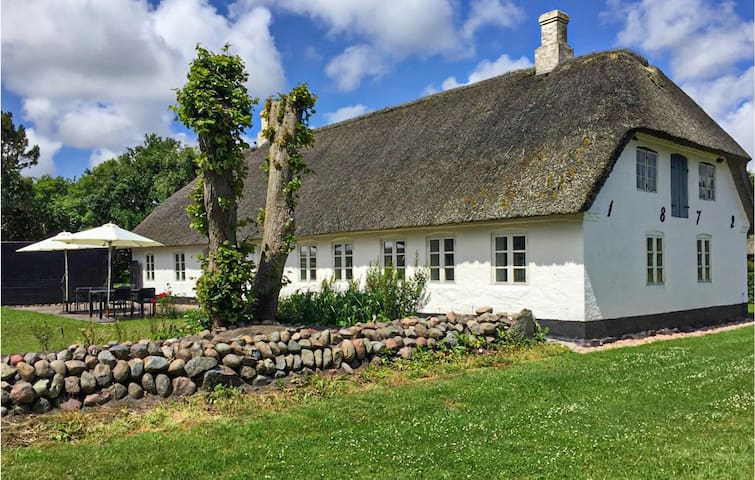 Holiday cottage with 3 bedrooms on 142m² in Højer