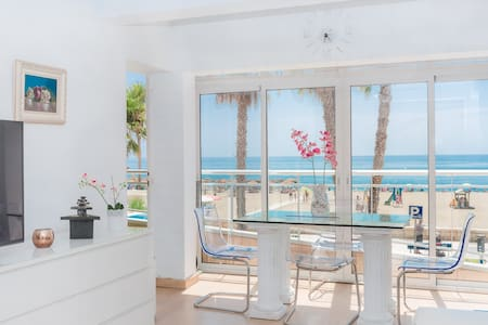 NEW BEACH CENTER MALAGA MAGNIFICENT SEA APARTMENT