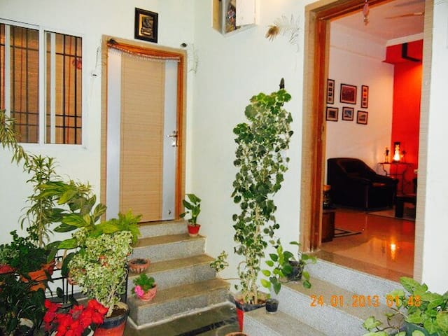 A 'Home' away from home with a family. - Bhopal - Casa
