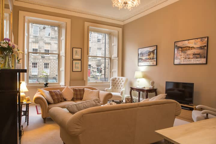 Stylish Heart of Edinburgh Gem (sleeps 6)