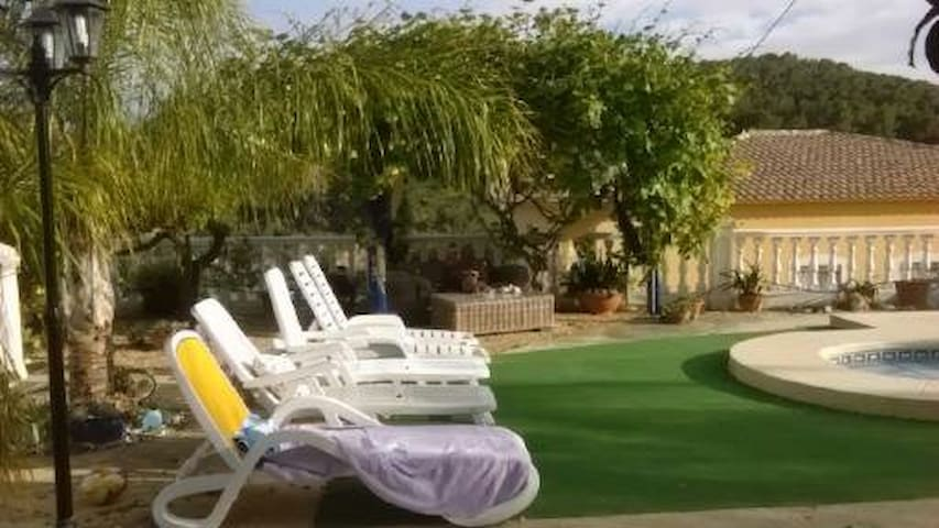 Country House Apartment Pool WiFi Sky TV