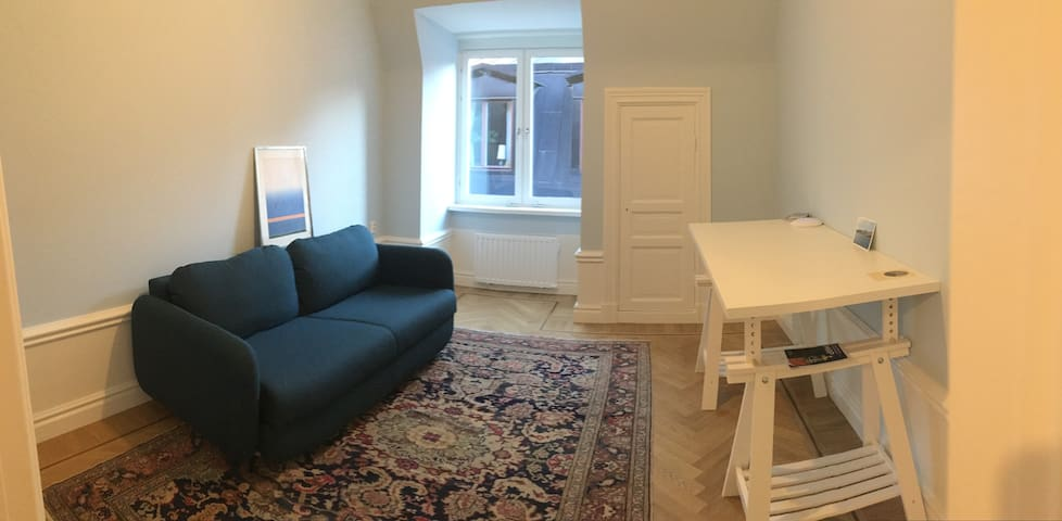 New renovated cozy rooftop apartment in Old Town