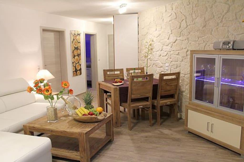 apartment seeidyll sauna dampfdusche seeblick wohnungen zur miete in schalkenmehren. Black Bedroom Furniture Sets. Home Design Ideas