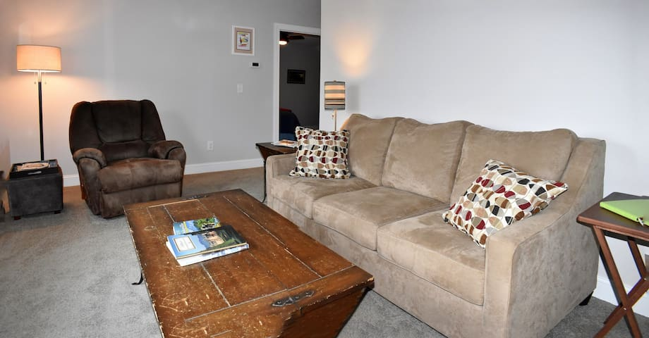 Upper Suite East Edge - Walk to Downtown Asheville