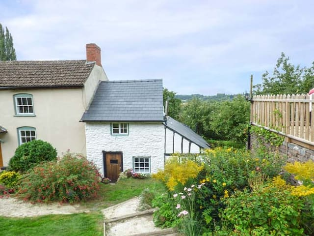 RIVER VIEW COTTAGE, character holiday cottage in Fownhope, Ref 921069