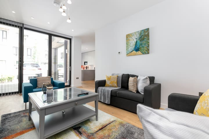 LT Greenwich 3 Bed-House-Ensuite with Shower