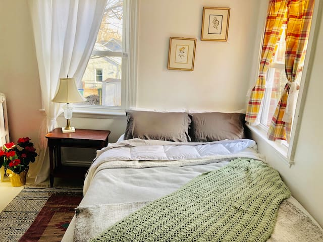 Quirky, cozy little row house near VCU + Carytown
