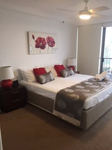 2 Bedroom Apartment, Ocean View, Surfers Paradise - Surfers Paradise - Lägenhet