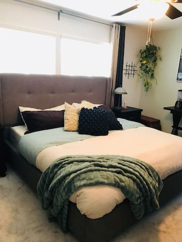 Private Entry & Luxury Bath King Bed Close 2 Fwy