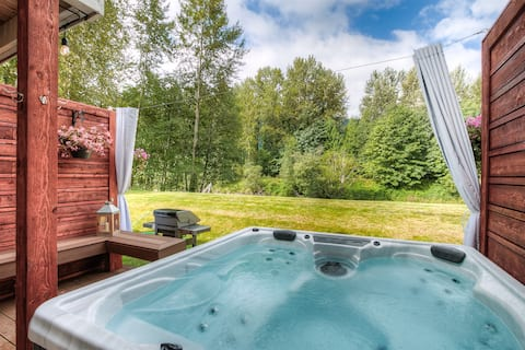 Moon River Suites 4 - on River, Private Hot Tub, Downtown by North Bend Escapes