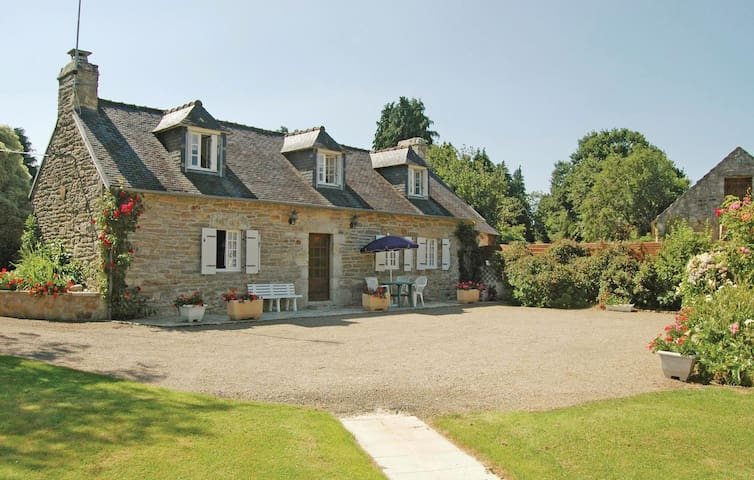 Holiday cottage with 4 bedrooms on 150m² in Gouesnac'h