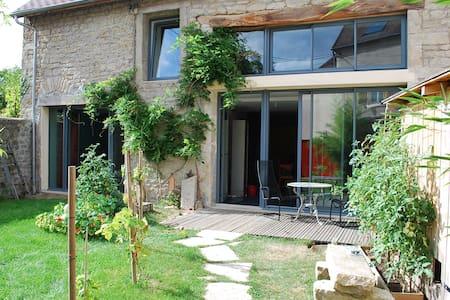 Maison atypique et famiale aux portes du Morvan - Corbigny - Huis
