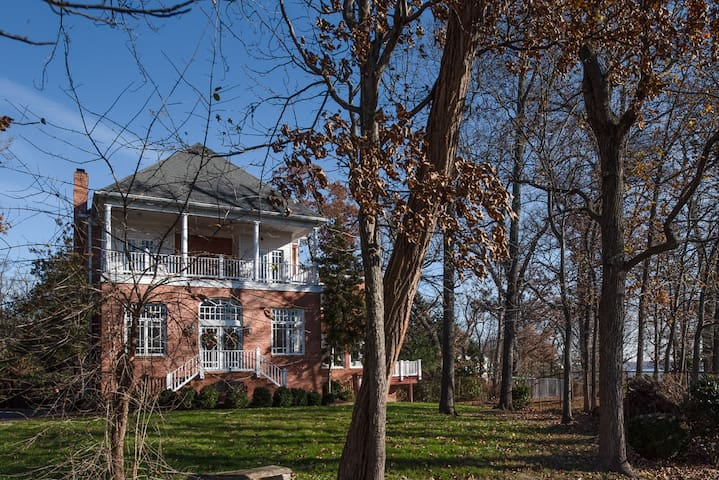 6Bedrooms, 10Beds, 6Bathrooms, Potomac River Views
