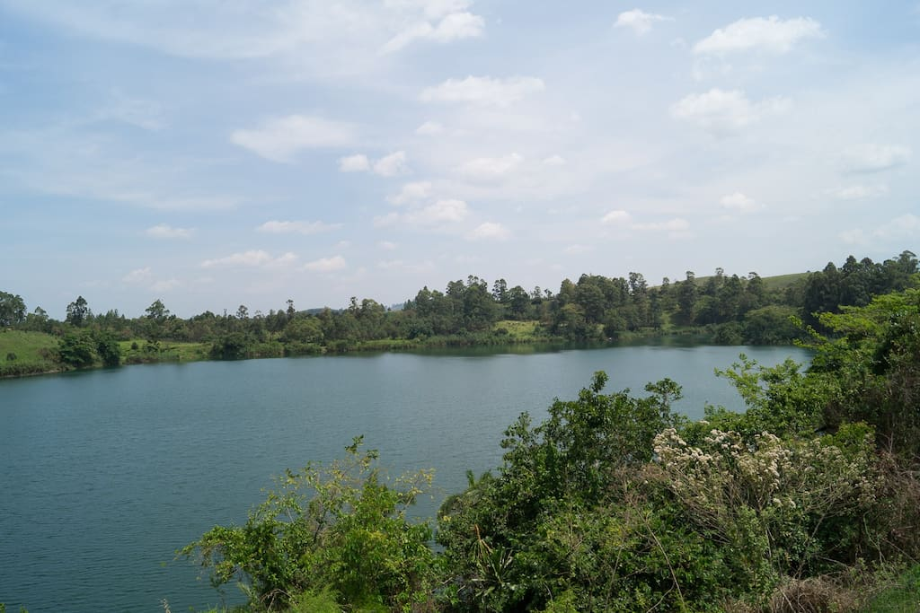 Lake Kigere is one of three craterlakes nearby.