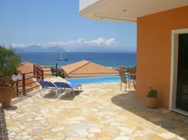 Aegli Apartments - apartment /pool level