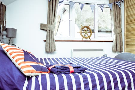 Dog Friendly Studio inc Hot Tub Use - Topsham