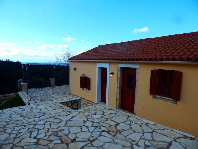 Traditional Cottage with great view near Fiscardo - Kefallonia - Huis