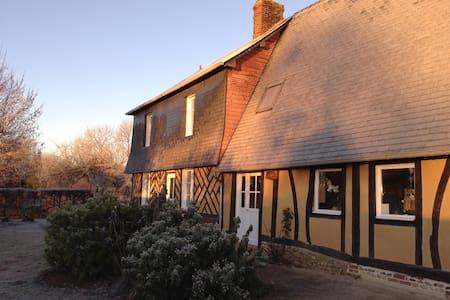 La Calonniere; charme d'une maison normande - Fumichon
